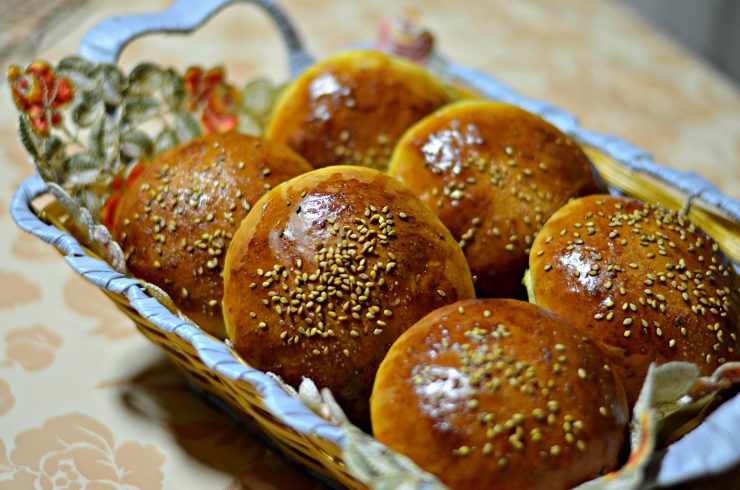moroccan sweet rolls in a basket