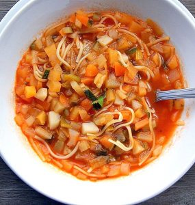 A bowl of Moroccan chorba fassia.