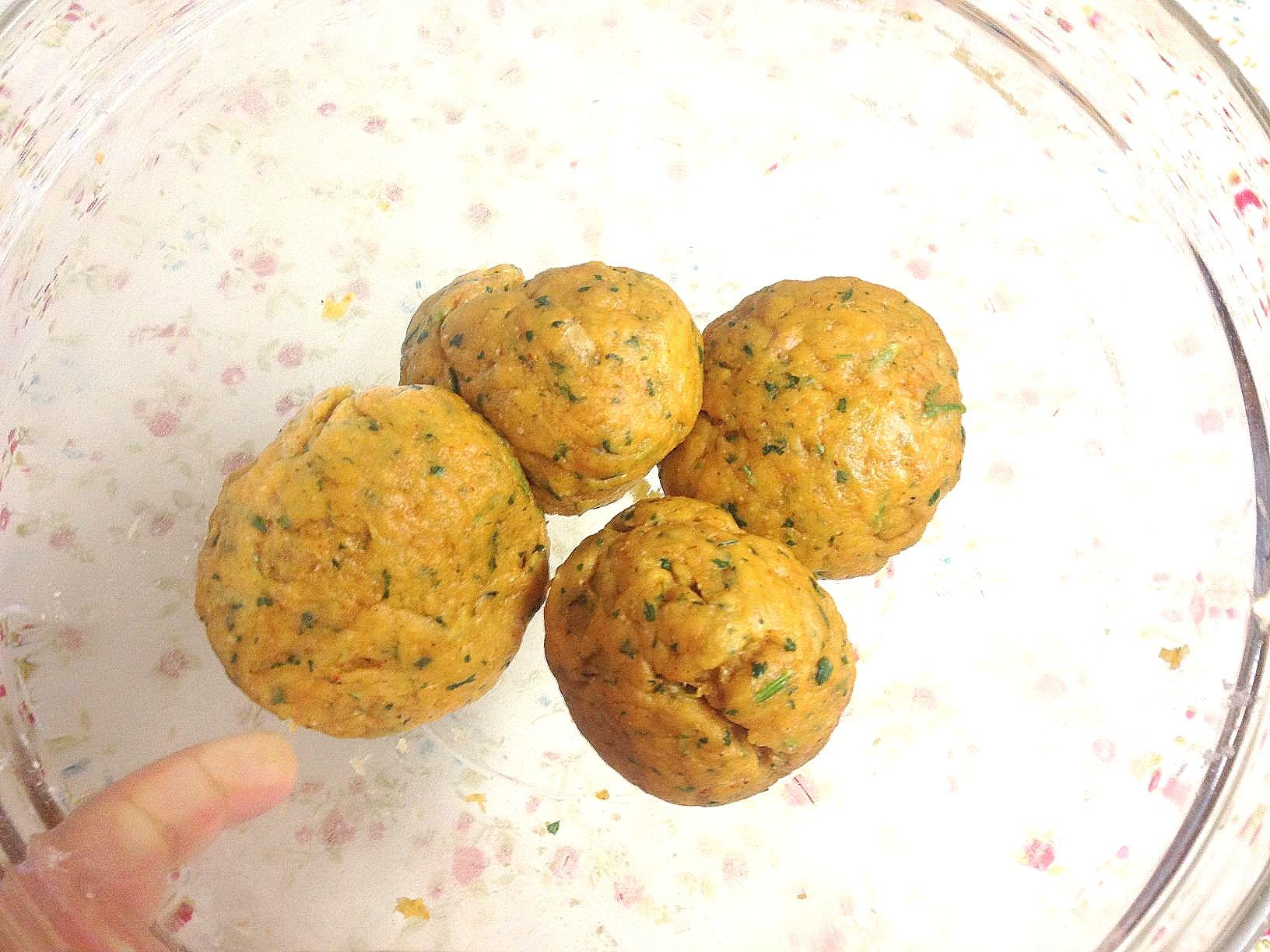4 Dough balls for fekkas