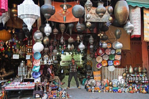 A photo of a bazaar in Morocco. All kinds of artisanal objects are displayed.