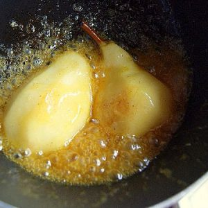 Simmering and caramelizing pears in a saucepan