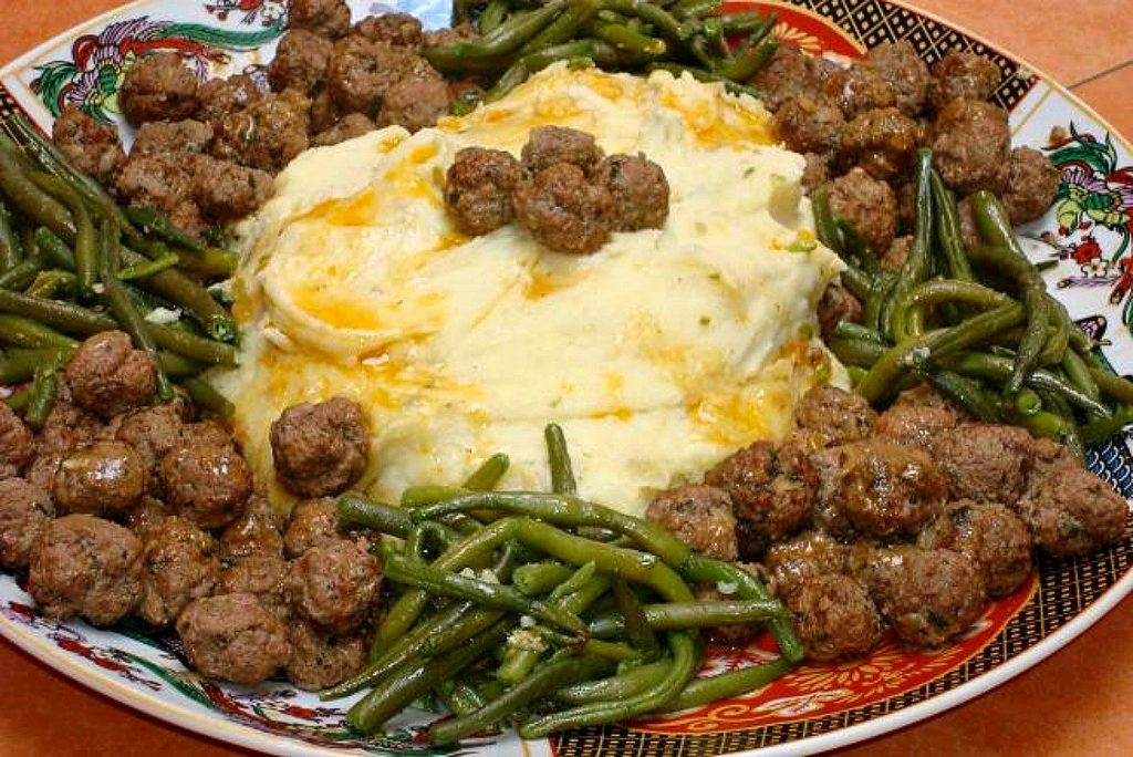 Moroccan meatballs with saffron butter sauce served with mashed potatoes and green beans.